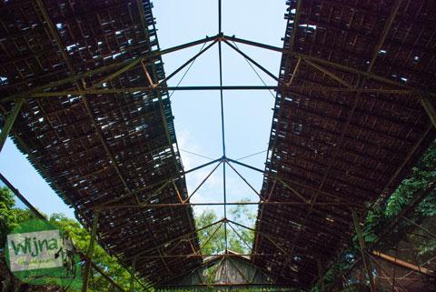 Foto kandang burung yang tidak terawat di Taman Satwa Taru Jurug Surakarta pada tahun 2014