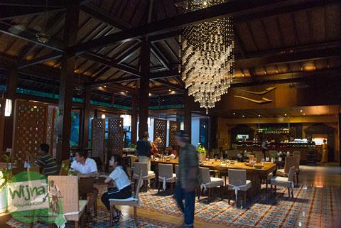 Suasana indoor restoran Abhayagiri Sumberwatu Heritage Yogyakarta