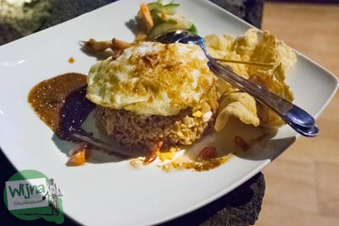 menu nasi goreng seafood ala restoran Abhayagiri Sumberwatu Heritage, Prambanan, Yogyakarta