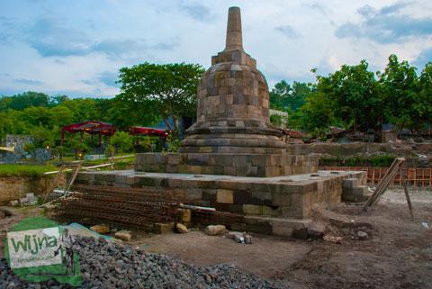 Wujud Stupa Sumberwatu di dalam Sumberwatu Heritage Prambanan pada Desember 2013