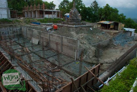 Proses Pemugaran Stupa Sumberwatu di dalam Sumberwatu Heritage Prambanan pada Desember 2013