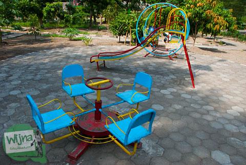 Wahana permainan anak-anak di Taman Gajah Wong Park, Umbulharjo, Yogyakarta