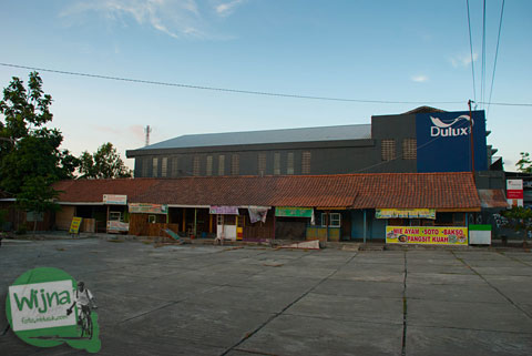 warung-warung yang ada di Pusat Kuliner Niten Tirtonirmolo