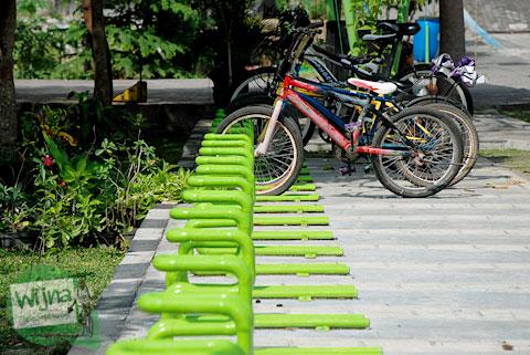 Fasilitas tempat parkir sepeda aman di Taman Gajah Wong Park, Umbulharjo, Yogyakarta