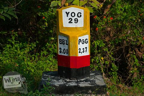 Patok jalan alternatif Tanjakan Siluk menuju Wonosari melewati Panggang yang bermanfaat bagi para pemudik menghindari macet.