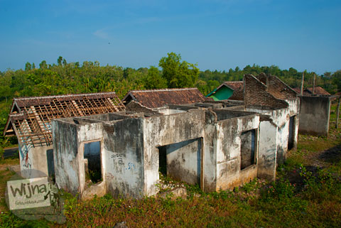 Rumah-rumah tua bekas pengungsi dan trasmigran di sepanjang Tanjakan Siluk kecamatan Panggang, Gunungkidul.