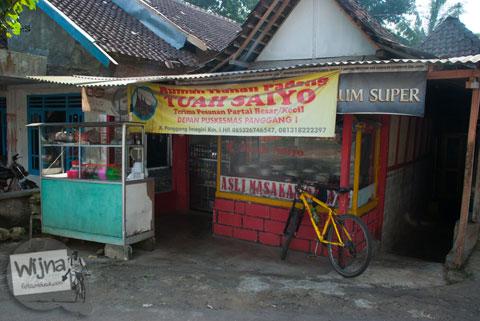 Warung Padang terkenal enak di desa Giriharjo, Panggang, Gunungkidul.