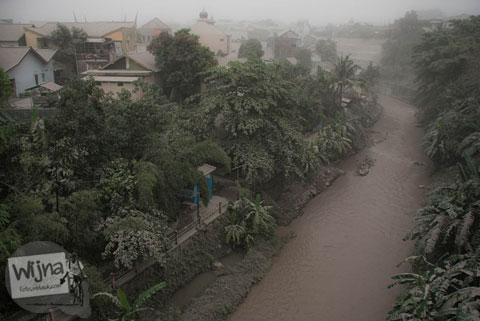 Kondisi Kali Code saat abu vulkanik erupsi Gunung Kelud melanda Jogja tahun 2014