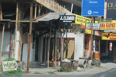 papan arah kendaraan menuju Curug Cilember, Cisarua, Bogor tahun 2013