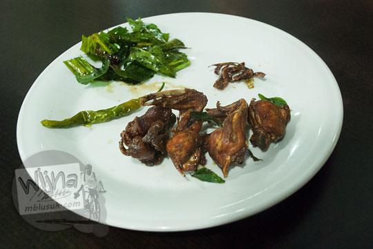 Bahan-bahan masakan Ayam Tangkap khas Aceh di RM Aceh rayeuk, Banda Aceh