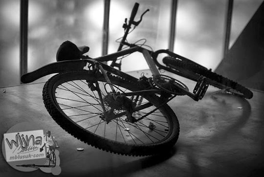 Sepeda korban tsunami yang dipajang di Museum Tsunami Aceh