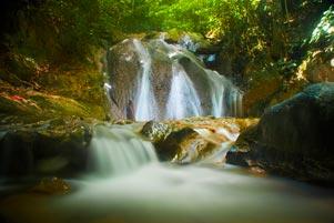 Thumbnail untuk artikel blog berjudul Air Terjun Kuta Malaka di Bekas Basis GAM