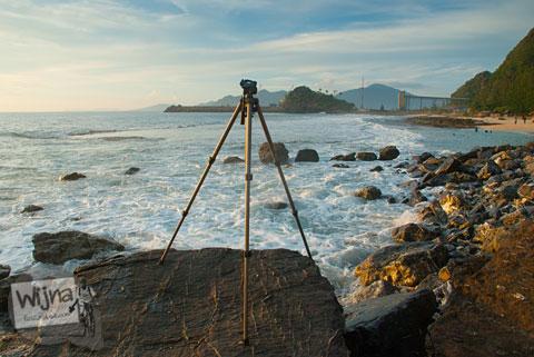 tips memotret slow speed sunset laut di pantai dengan bantuan tripod murah sederhana
