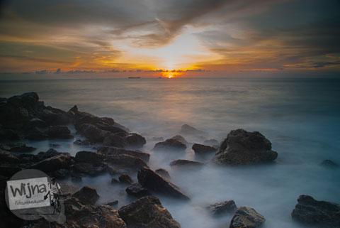 Matahari senja di Pantai Lhoknga, Aceh setelah Bencana Tsunami