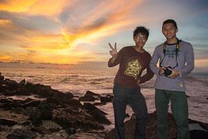 Bobby dan Senja di Pantai Lhoknga