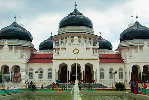 Tampak luar Masjid Baiturrahman Aceh sebelum direnovasi