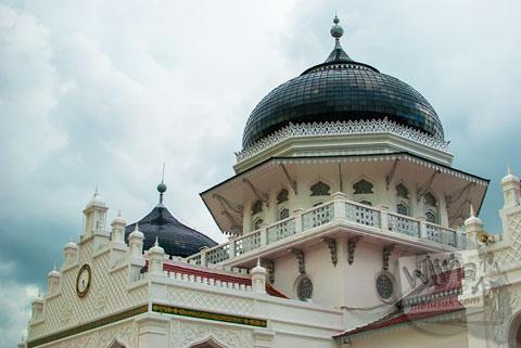 Bentuk kubah khas Masjid Baiturrahman Aceh