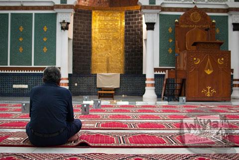 Warga berzikir di Masjid Baiturrahman Aceh