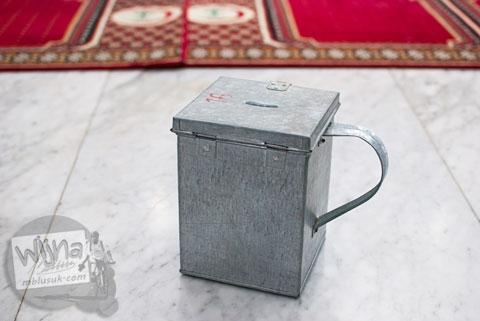 Bentuk kotak infak unik di Masjid Baiturrahman Aceh