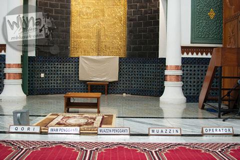 Papan nama pejabat masjid di Masjid Baiturrahman Aceh