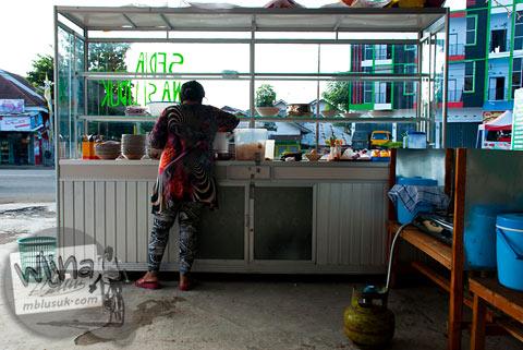 Penjual sarapan pagi khas Bengkulu di Lapangan Merdeka kota Bengkulu