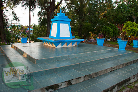 Tugu peringatan keramat dan mistis di Pantai Tapak Paderi Bengkulu