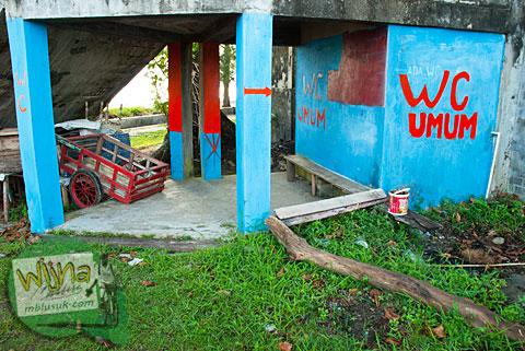 Fasilitas Kamar Mandi Umum di Pantai Tapak Paderi Bengkulu