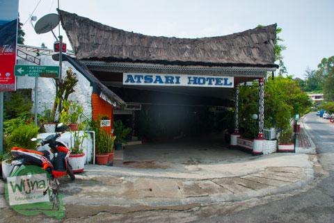 penampakan Hotel Atsari, Parapat, Sumatra Utara dari luar di tahun 2014