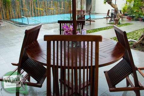 Kolam renang di Hotel Atsari, Parapat, Sumatra Utara