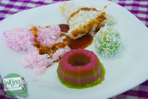 breakfast Jajanan tradisional di Hotel Atsari, Parapat, Sumatra Utara