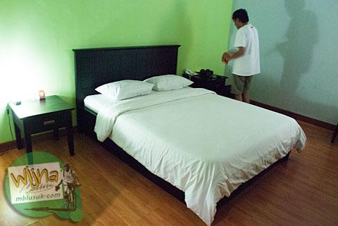 Suasana di dalam kamar Hotel Prasasti yang Paling Bagus se-Pacitan, Jawa Timur