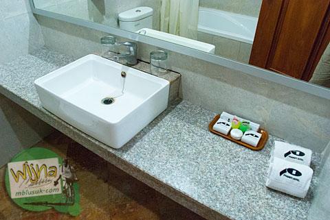Perlengkapan mandi di Hotel Prasasti yang Paling Bagus se-Pacitan, Jawa Timur