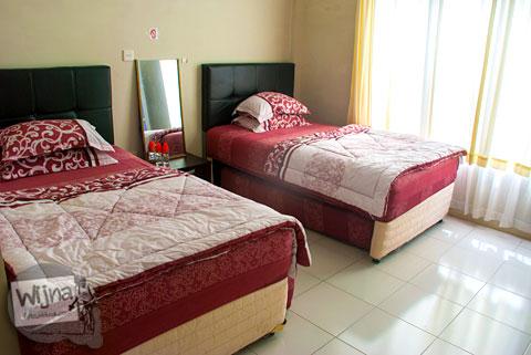 ranjang kasur tempat tidur di penginapan hotel Rumoh PMI Aceh bebas cowok cewek