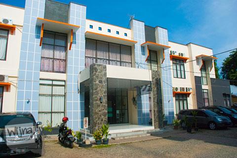 tampak luar bangunan penginapan hotel murah di Aceh bernama Rumoh PMI Aceh di pusat kota Banda Aceh