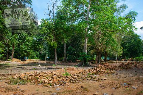 Batu Bata Berserakan Candi Kedaton di Muaro Jambi