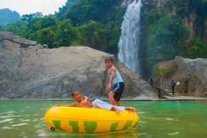 Thumbnail artikel blog berjudul Bidadari Numpang Mandi di Air Terjun Sentul