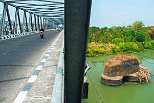 Thumbnail untuk artikel blog berjudul Jembatan Bacem: 50 Tahun Setelah Tragedi Pembantaian