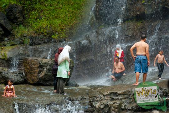 Cewek cantik mandi basah di Air Terjun Banyunibo di perbatasan Manyaran, Wonogiri dan Semin, Gunungkidul