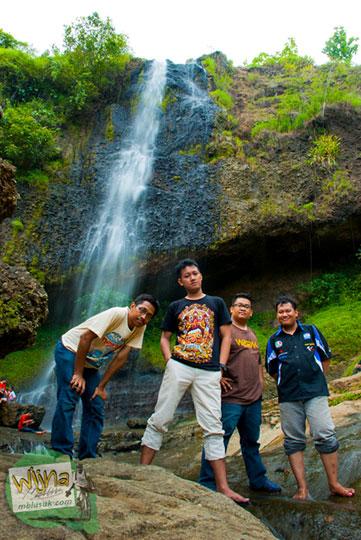 Obyek wisata keluarga di Air Terjun Banyunibo di perbatasan Manyaran, Wonogiri dan Semin, Gunungkidul