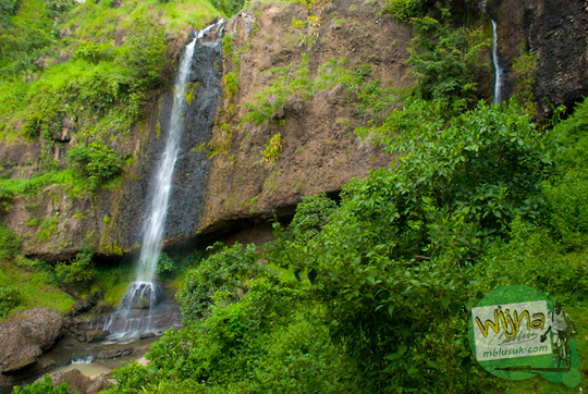 Jarak Air Terjun Banyunibo di perbatasan Manyaran, Wonogiri dan Semin, Gunungkidul dari kota Jogja