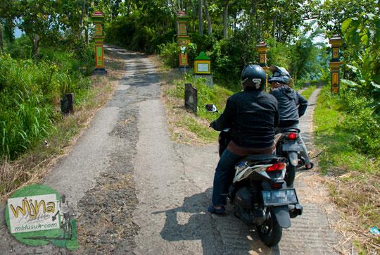cabang jalan wilayah LDII Kepuhsari Wonogiri dekat Air Terjun Banyunibo di Manyaran yang sepi pengunjung