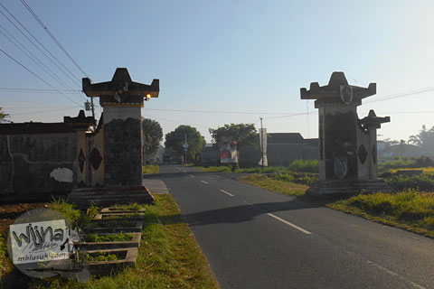 gerbang batas wilayah kecamatan Prambanan dan Manisrenggo