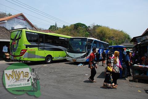 Rombongan Peziarah Sunan Bayat berwisata di Sendang Mandong, lokasinya di kecamatan Trucuk, Klaten, Jawa Tengah