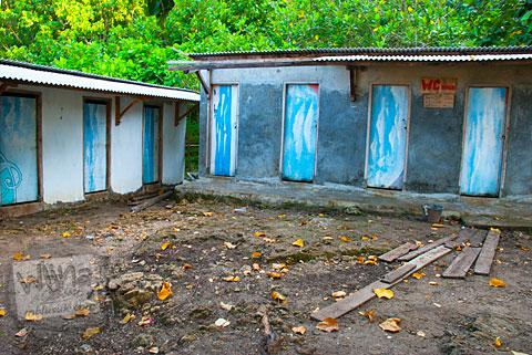 Fasilitas umum toilet di Pantai Buyutan, Pacitan, Jawa Timur