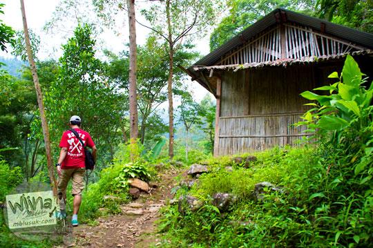pondok terbengkalai dekat Air Terjun Singokromo, Nganjuk pada tahun 2015 tercium bau mistis kembang