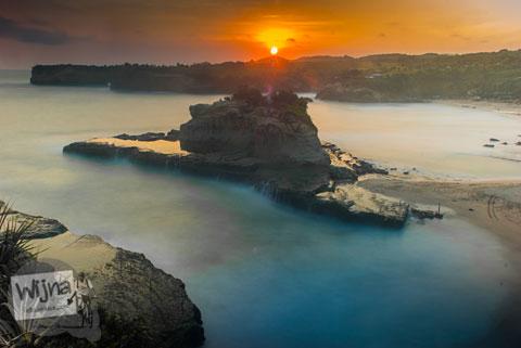 Senja pertama di Pantai Klayar Pacitan tahun 2015