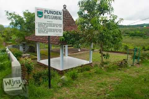 penampakan situs purbakala Punden Watu Gambang yang ada di Desa Tulungrejo, kota Batu, Jawa Timur