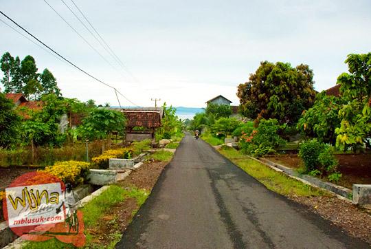 suasana jalan tanjakan menuju dusun Lamuran di Pekon Teratas kawasan Air Terjun Kembar Lamuran di Tanggamus, Kotaagung, Lampung pada Maret 2015