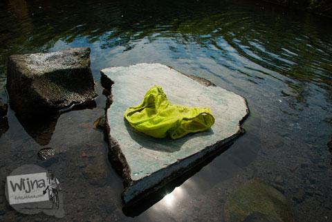 celana dalam cewek berwarna hijau yang tertinggal