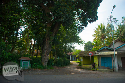 Jalan masuk ke Dusun Geblok dari Jalan Raya Pakem Cangkringan, Yogyakarta